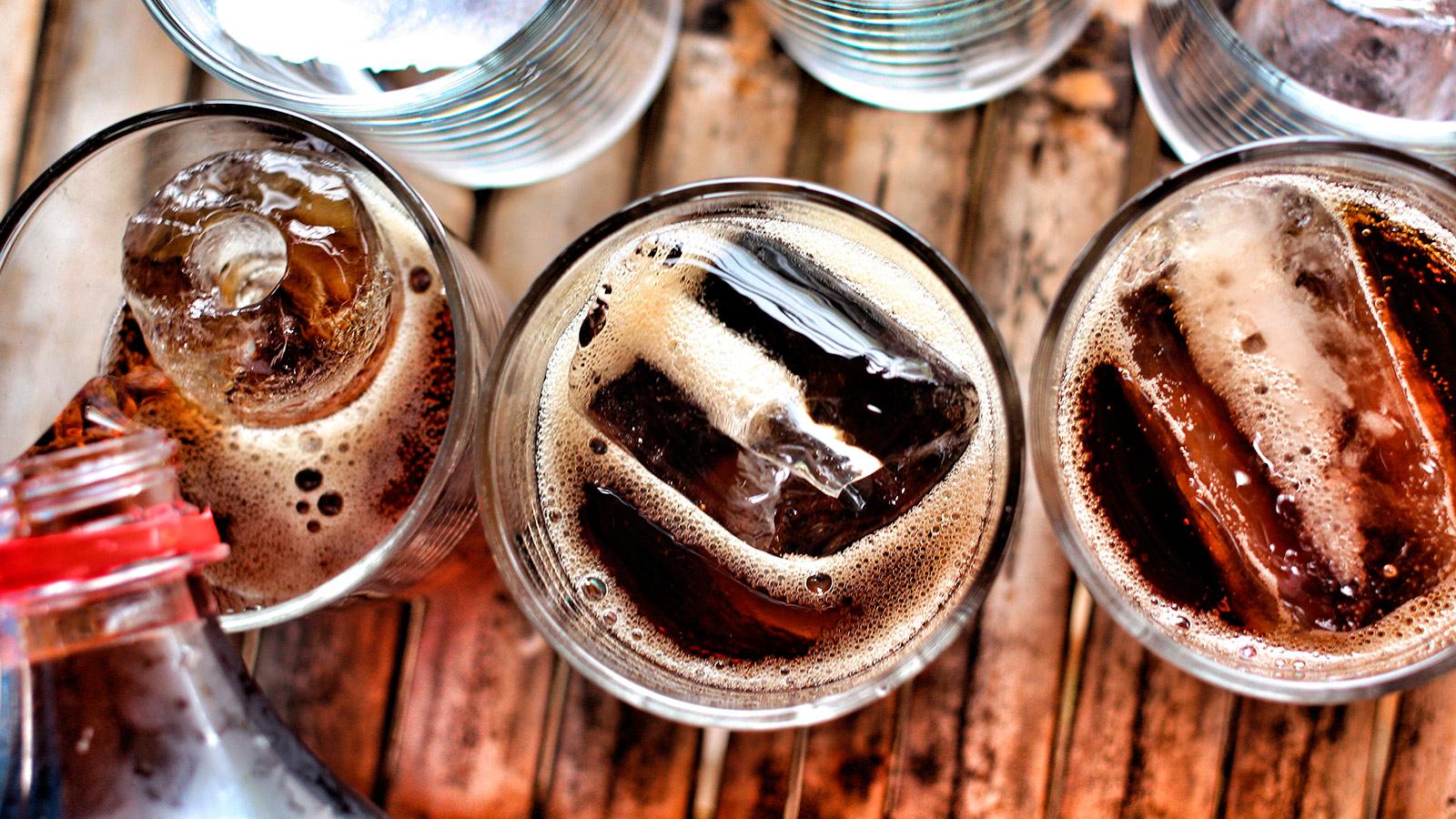 https://aguarochabranca.com.br/wp-content/uploads/2017/04/150471707_soda_refrigerante.jpg