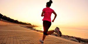 A prática de exercícios físicos ajuda a evitar o intestino preso